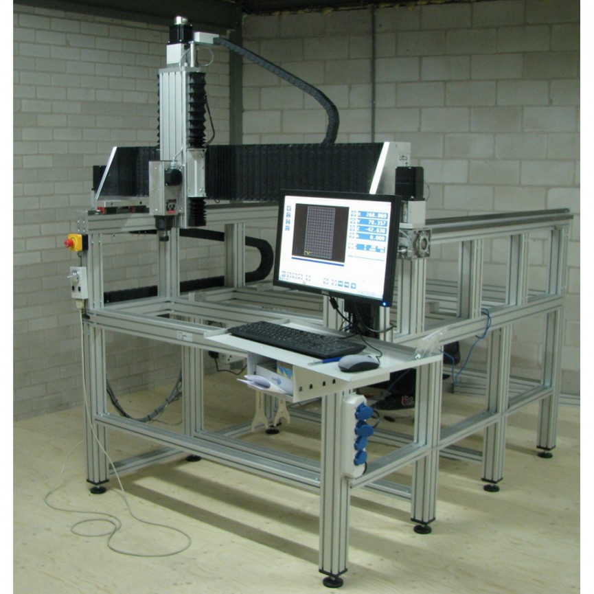 CNC stroj