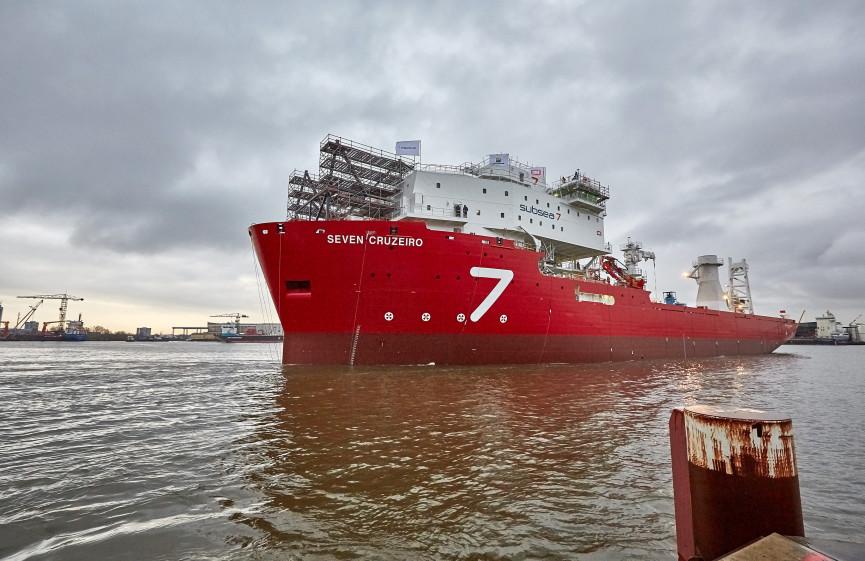 tijdens de te waterlating van de Seven Cruizeiro op IHC Merwede in Krimpen aan den IJssel door Stefan Segers